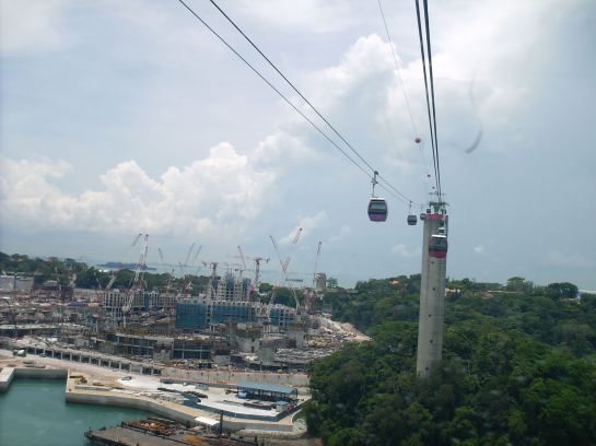 We went to Sentosa via Cable Car. That's the view outside. It was a bit short, but then I like it.